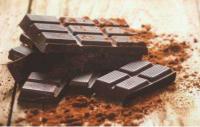 研究:每天吃几块黑巧克力有助于降低血压