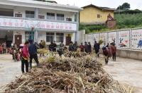 凉山州美姑县马红村村委会组织召开神州茅种植动员大会